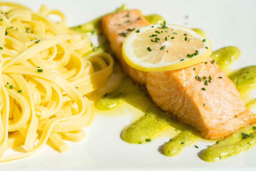restaurant saint contest pave de saumon et tagliatelles